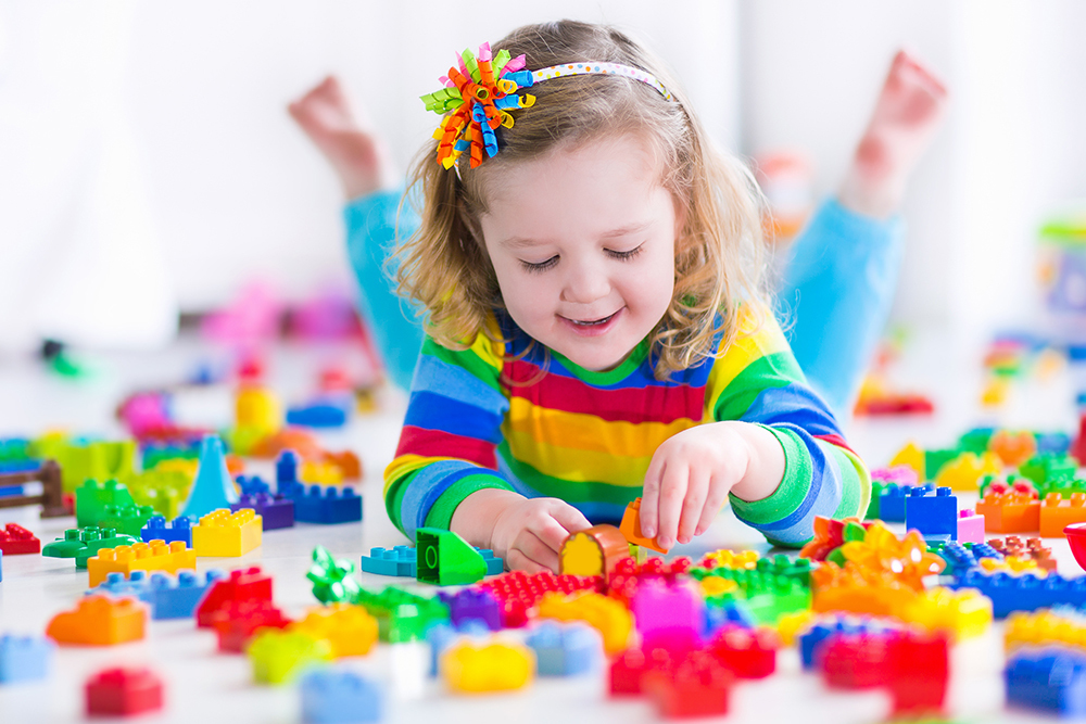 girl-playing-with-colorful-blocks